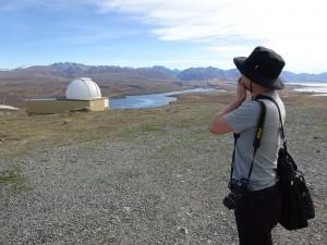 黄昏Uさんその2 って後ろに見えるのは天文台! そうか!ここが私たちのリベンジの場所となるのです