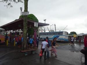 市内バスも長距離バスもここから出ます